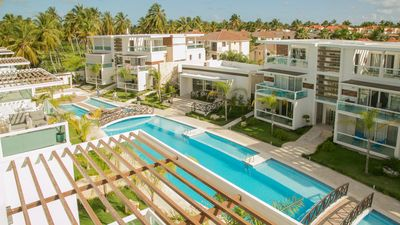 Costa Hermosa E402 +Pool, BBQ, Gym, Walk to Beach & Dining