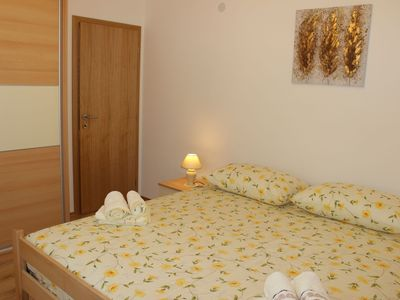 Photo for Apartment for 4 people in a quiet area with air conditioning & internet