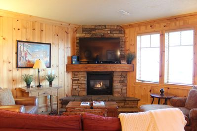 Great Family Room - Large Flat Screen, High Speed WiFi,  Fireplace