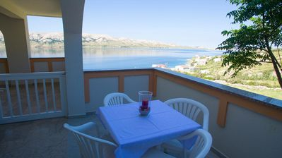 Photo for One bedroom apartment with terrace and sea view Metajna, Pag (A-6389-c)