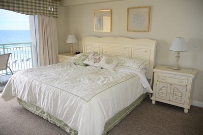 King size bed in Master with balcony access. Direct Gulf front view