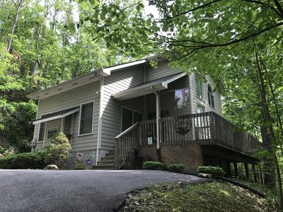1 Bedroom, Sleeps 4, Pool Access, Minutes To Downtown Gatlinburg, Pool Table