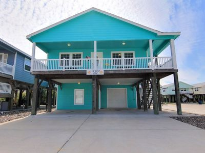 Photo for 4 bedroom 3 bath home, Community Pool, right in the heart of Port Aransas!