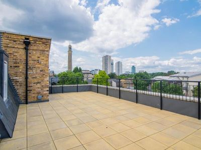 Photo for DREAM PENTHOUSE WITH HUGE PRIVATE TERRACE IN KEW
