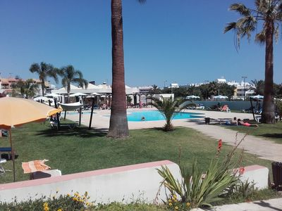Photo for Apartment T0 in the center of Albufeira with pool, lounge-bar, tennis and WiFi A2