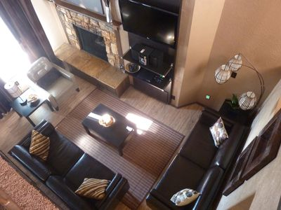 Warm fireplace in the living room with 2 leather sofas and 1 leather chair