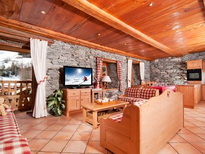 Photo for Rental apartments in chalet 4 * feet of slopes Tignes Val d'Isère, WIFI, parking