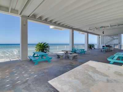 Photo for Beachfront studio w/ private beach access, special snowbird rates