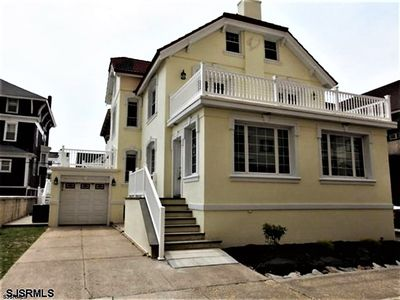 Photo for Ocean, Boardwalk in the front, Luxury, Clean, 1st house on the Beach block