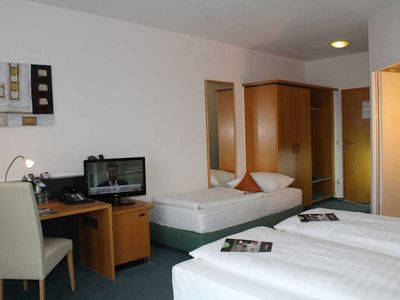 Photo for Comfort double room with extra bed possibility - H + Hotel Erfurt