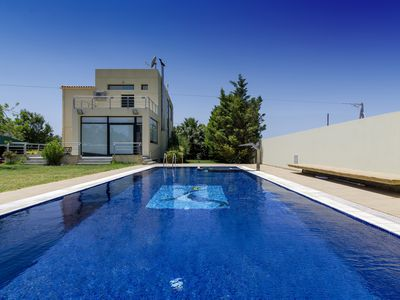 Photo for Idyllic villa with pool in the countryside!