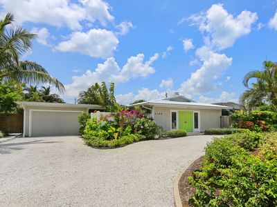 Photo for Lido Key  steps away from Private Beach Access & St. Armand Circle - Heated pool