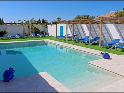 Photo for Bungalow with Wi-Fi and shared pool