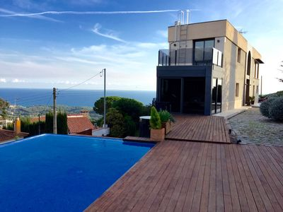 Photo for Beautiful villa with private infinity pool