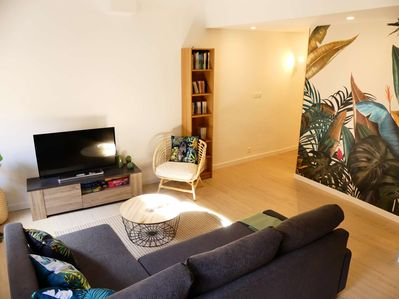 Living-room with TV  - Books and city map at your disposal
