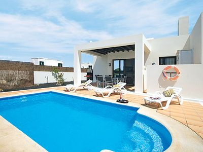 Photo for Well-designed, modern villa with air conditioning and pool