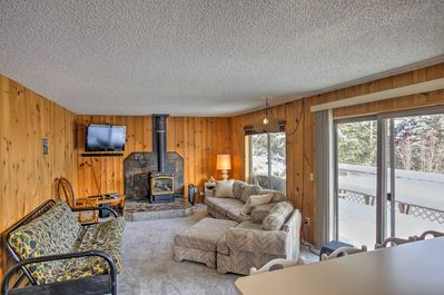 Escape to this cozy 2-bedroom, 2-bath Worley vacation rental cabin for 6 guests!