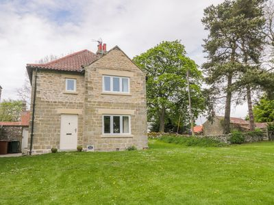 Photo for MANOR COTTAGE, pet friendly, with open fire in Pickering, Ref 1001669