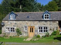 Wonderfully cozy. Cottage has comfortable beds, soft towels and fully equipped kitchen.