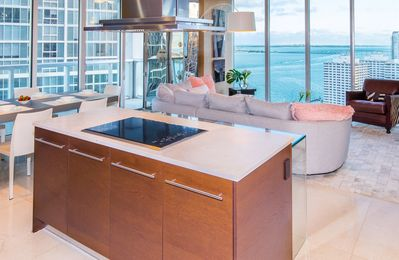 Cooking while enjoying the ocean views? Absolutely!