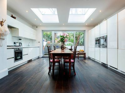 Photo for Grand 4 bed family home in North London. Outdoor space and table tennis (Veeve)