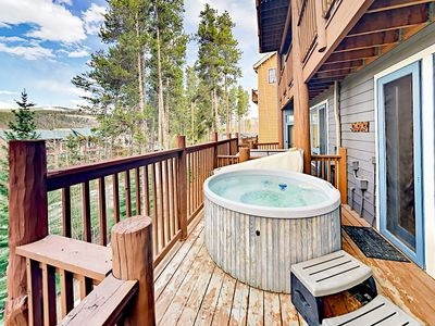 Photo for 4BR/4BA w/ Private Hot Tub, 2 Fireplaces, Deck & Balcony – 250 Yards to Lift