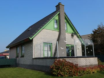 Well-maintained and comfortable holiday house 350m far from the sea, WiFi, fireplace, fenced garden