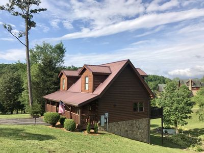 Lily's Pad Log Cabin, great location in Pigeon Forge, TN