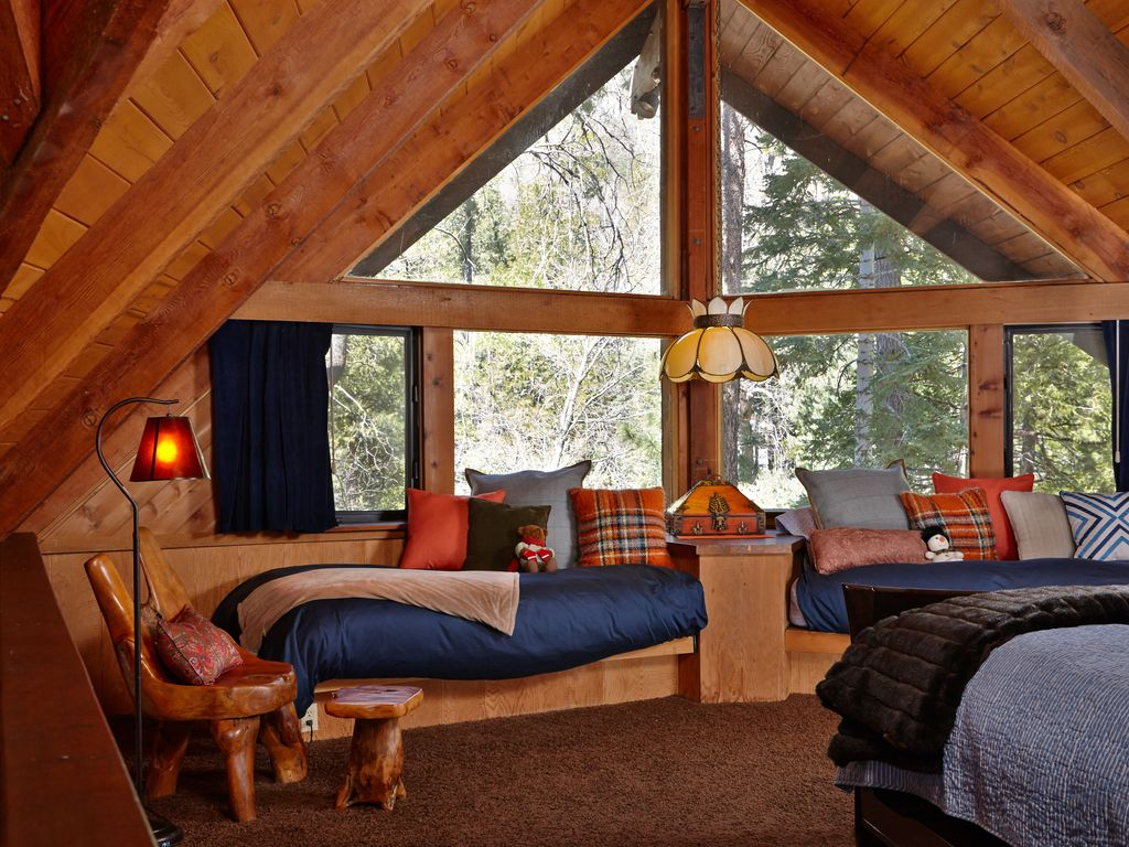 Perfect lily rock lodge 39 with amazing views spa and pool for Knotty pine cabins idyllwild