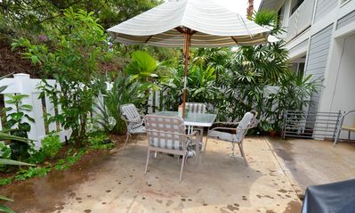Open private lanai with a garden view