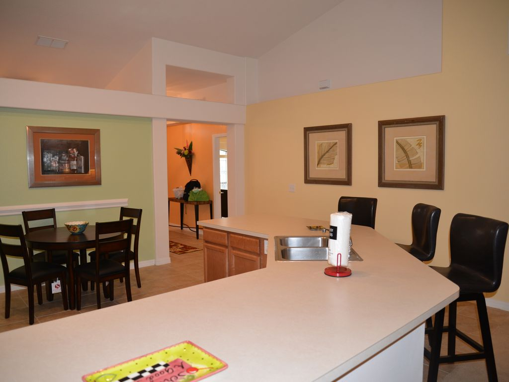 Comfortable and Spacious 6 Br Villa, 10 Min to Disney. Free Wifi