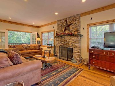 Photo for Beautiful lodge, 4 king bedrooms, all with private baths! 5 decks to enjoy.