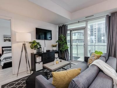 Photo for 2BR + 3 BED + Parking - MTCC/Jays/CN Tower