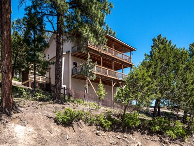 Photo for Sunrise Vista is a three-bedroom 2.5-bathroom mountain home that sleeps eight