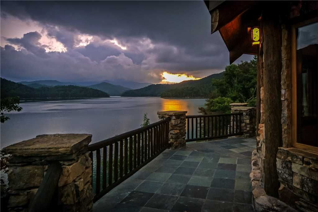 Save 10 through may stays magnificent nantahala lakeside for Smoky mountain cabins on the water