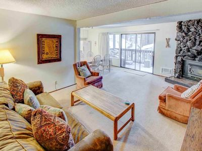 Photo for Inviting condo on shuttle route- complex hot tub, tennis court, pool (year round activities)