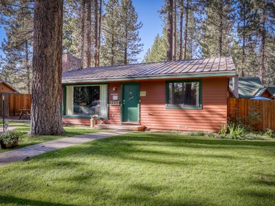 Dog-friendly cottage w/ shared hot tub and cozy gas fireplace