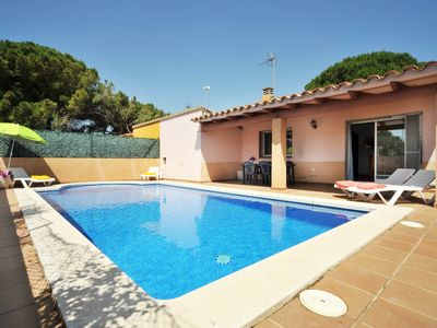 Photo for Villa with pool close to the main beach