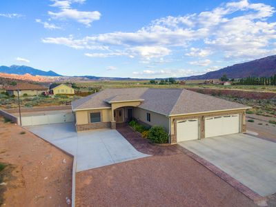 Photo for Beautiful Home with lots of Outdoor amenities and Hot Tub!