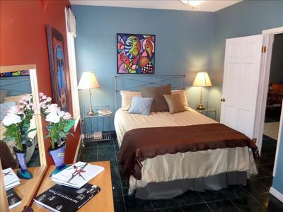 """The """"Moderne"""", Multi-Room suite Queen Bed"""