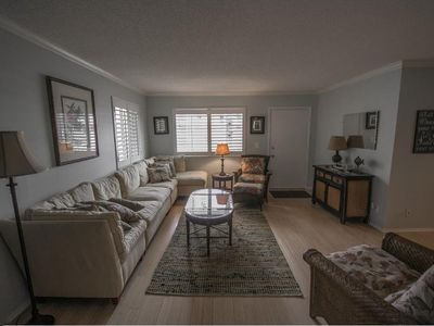 Photo for Large 2 bedroom plus den condo with screened lanai in beautiful Central Gardens