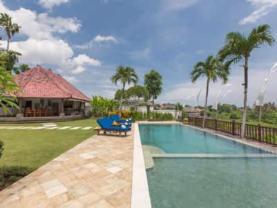 Photo for Large 4 Bedrooms villa with tunning infinity pool & Rice field view, Canggu