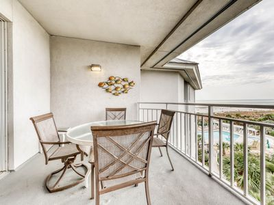 Photo for Enjoy access to indoor pool and outdoor hot tub at this oceanfront villa!