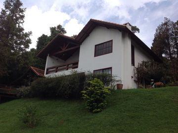 Monte Verde with 3 suites, 1 room for 7 people. 1 chale = 2 bedrooms / 1 bathroom