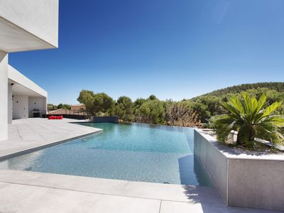 Photo for Luxury, calm and relaxation 10 minutes from Aix-en-Provence