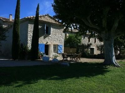 Photo for Provencal farmhouse rental of 200 m2 with swimming pool close to Avignon, Vaucluse