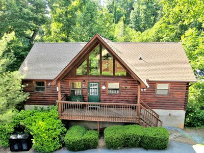 Photo for Large 4 BR Cabin 1 MILE FROM DOLLYWOOD! Jacuzzi Tub, Hot Tub and Pool Access