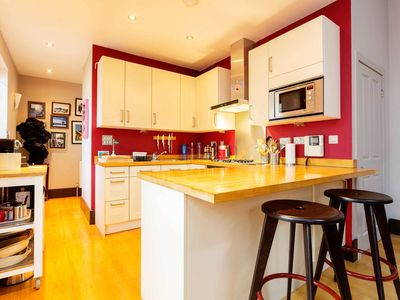 Photo for Walk to King's Cross from a lovely 2 bed mews home (Veeve)