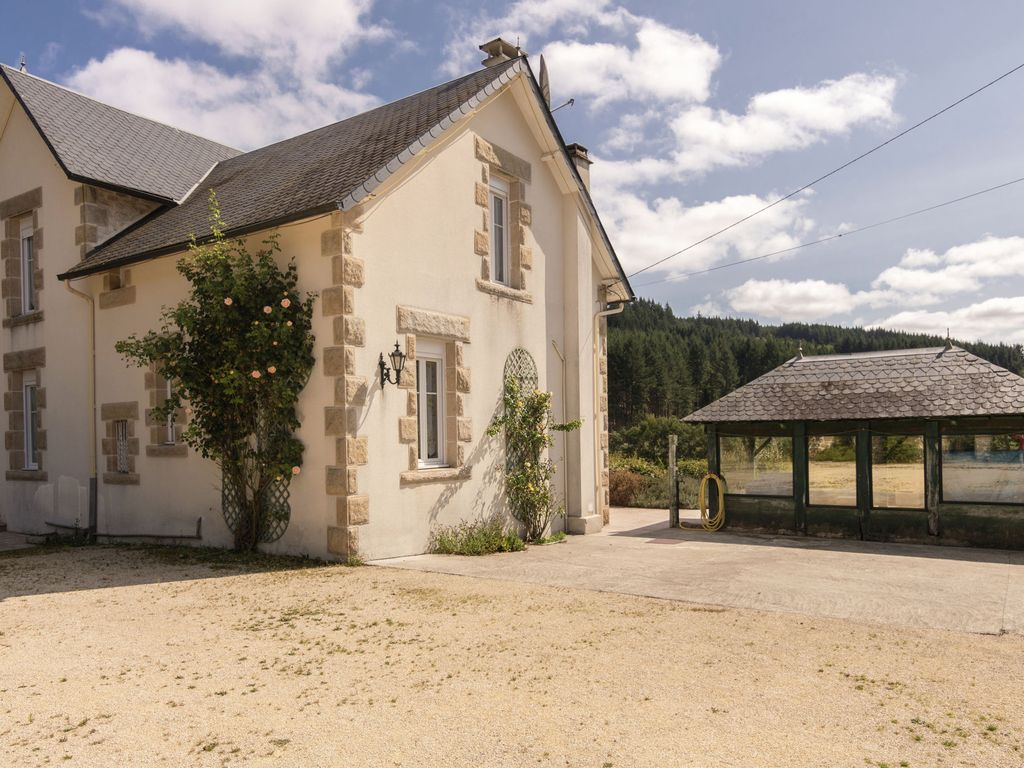 Home Le Foyer La Sagne : Magnificent holiday home with large garden in historic la