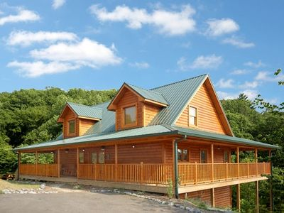 Photo for Wonderful Family Cabin 1 Mile from Dollywood (Wi-Fi)